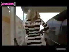Sexy blonde Amateur wäscht Transporter im reizvollen Kleid fährt davon so gefickt zu bis sie pisst gehen