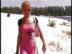 Dos las muchachas Rusia Playa Nudista en verano.