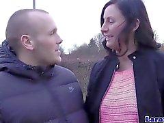 Глам ЧЕ Brit достал мужчину facialize ней