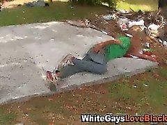 Doorag guy negro aspira el martillo