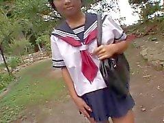 KASAI Mariko in uniforme scolastica