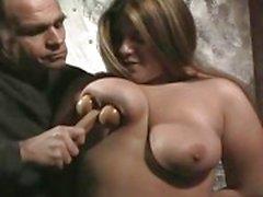 Straff på ömma bröst