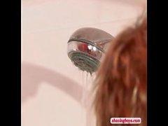 молодая блондинка мальчик Бритвенный в душ