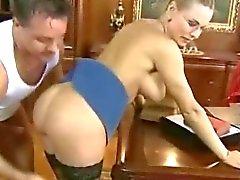 Blond enseignant de Russie dans des verres