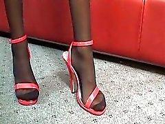 Sexy brunette milf in panty rijdt jonge harde boner