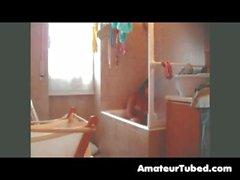Behaarte Mädchen im Bad Teil 2.