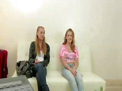 Zwei Blondinen auf die CastingCouchX