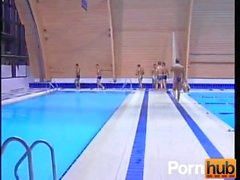 Les gars à la piscine