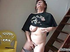 Mature woman parmaklarla kurtarabilir wet pussy