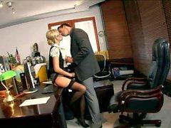 Hiusten väri Blondi Silmien sihteeriksi ovat Donna Bobcat nai mustalla saumasukat sekä ainaoikeaa