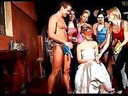 Çek Hen Parti kızlar CFNM kontrolden çıkmak