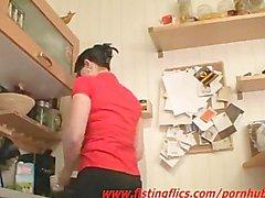 Amateur karı anal mutfakta yumruklu