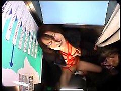 Kinky den japanska tjej med liten tuttar blir bunden och åtnjuter