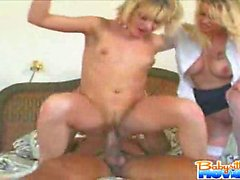 Blonde bello della baby sitter eccitato Nadia riceva sperma e tutto