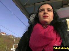dickriding eurobabe amador na parte traseira do carro