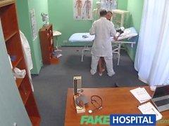 FakeHospital Doktor, hemşireye ana planı ile kendisine yardım etmesi için ihtiyaç duyar.