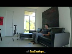 Скотти трахает первый раз на видеокамеру