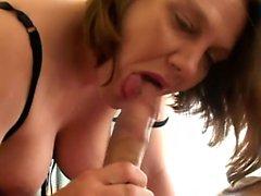 Mature femme enceinte aime son mari dans une variété de façons coquines