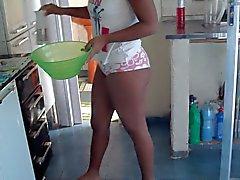 mijn vrouw in de keuken