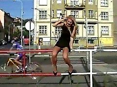 à clignoter sans culotte dans les rues