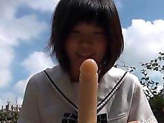 Aasialainen teini ajelua dildoa