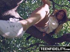 TEENFIDELITY Pamela Morrison ottaa Creampie hänen karvainen pussy