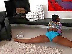 Rund ass Ebony babe plocka upp en vit snubbe