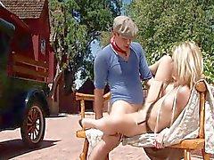 En omtänksam lady blondin Alexis Texas