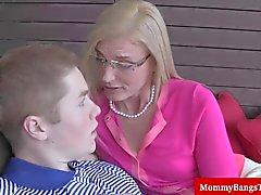 Блондинка ИФОМ попадает оральные радости с подростков парнем