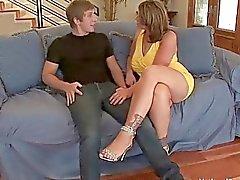 Sacanagem maduras enxada shags com seu jovem amante