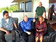 Пожилые светлые жена воспользовалась жопа выебанная в передней своего мужа