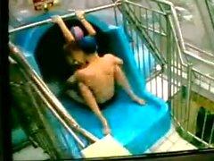 couple polonais à la piscine REAL