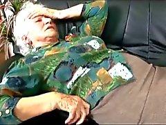 Oma Norma ersucht an Dr. Schokoladen