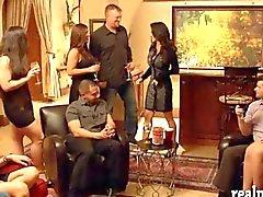 Swingern massiv Orgie im roten Raum innen die Villa
