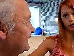 Glückliche Oldman fickt mit extrem sexy Babe Erika Fontes