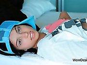 Bomba do sexo de pechugóas Inez comprazendo o seu agarramento na cama