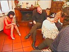 Koca ve baba tarafından becerdin İtalyan HouseWive