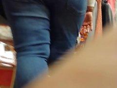 Samimi pawg bbw sıkı kot pantolonlarında