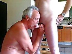 старый человек высосать
