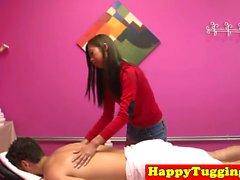 Petite masseuse équitation client sur spycam