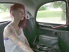 Распутная шлюха разорвал на заднем сидении бесплатное тарифу руления