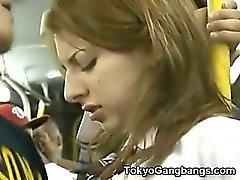 Studentessa si fà creampied da pervertono di di un autobus !