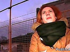 Чешские рыжеволосый стучали в машине на людях