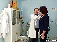 Hairy pussy Grandma visite pervy medico donna
