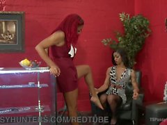 Diva Gives Designer A Foot Job