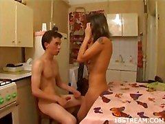 Mutfaktaki güzeldi seks