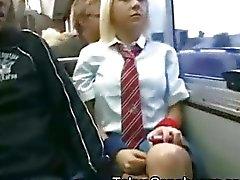 Vit Schoolgirl i Japan Bus !