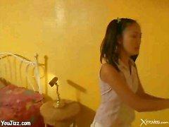 Asiatische Kinderbetreuer gefickt von Yhetti