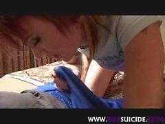 XXXSuicide tatuerade och genomborrade baben i höga klackar reta