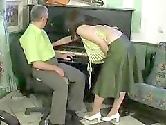 Vanha mies vittuile seksikäs brunette poikasen viettelee hänet